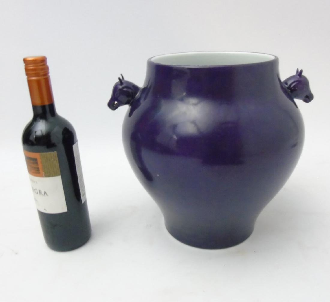 A Chinese monochrome vase, in qiepi zi aubergine / - 3