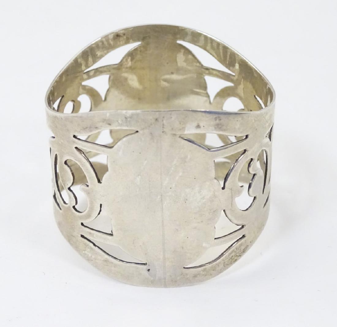 A silver napkin ring hallmarked Birmingham 1919 maker A - 4