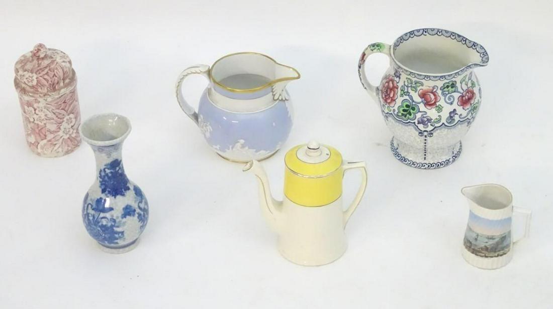 A quantity of assorted ceramics, to include a floral