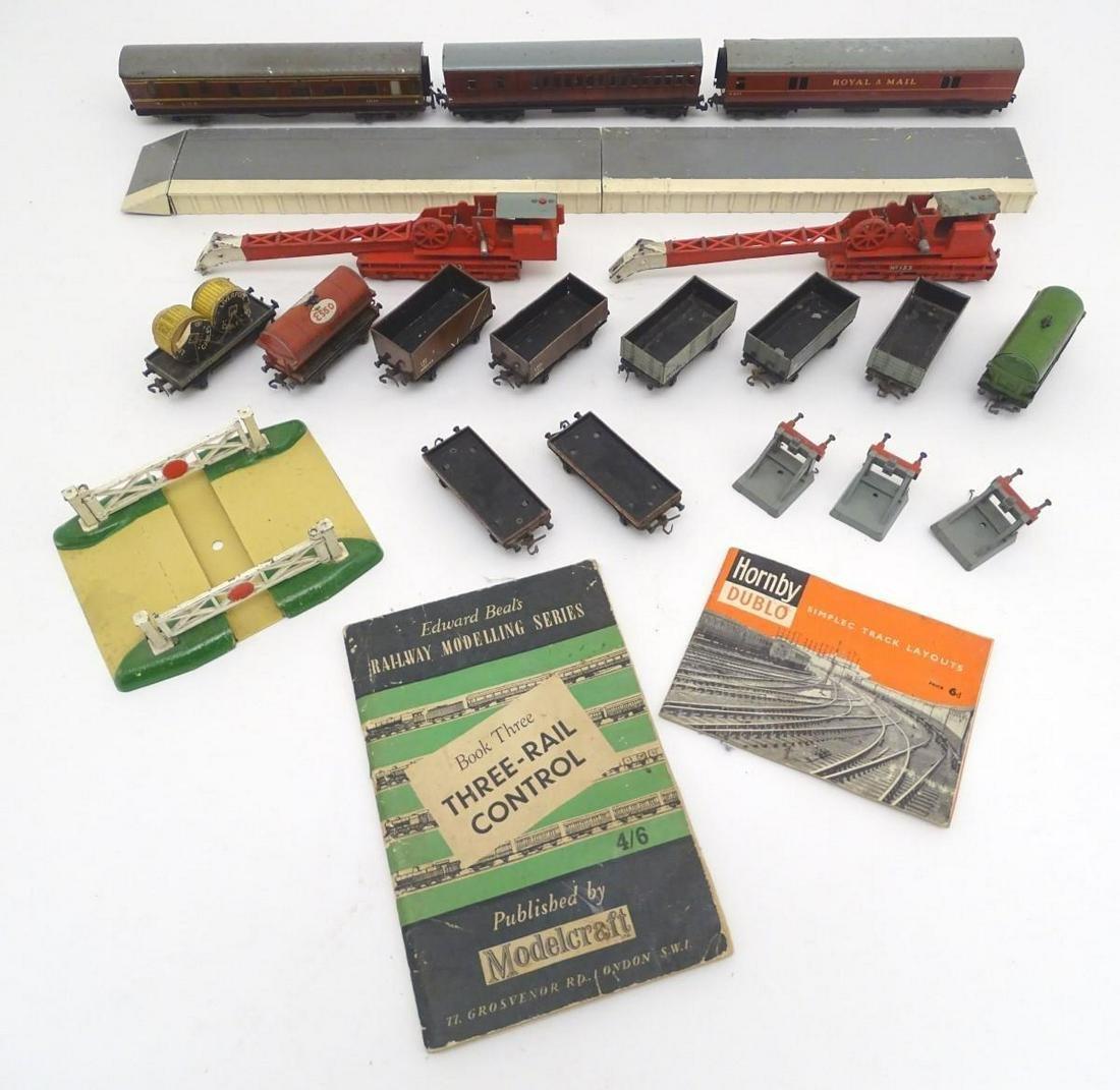 Toys: A quantity of Meccano Ltd. Hornby Dublo train