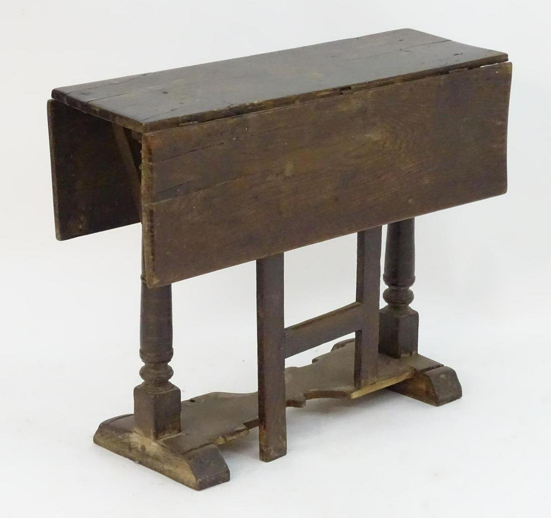 An early / mid 17thC oak gateleg table with a