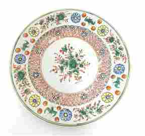 A Chinese plate with central floral and foliate detail,