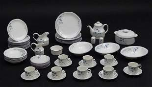 A quantity of Royal Doulton dinner wares in the pattern
