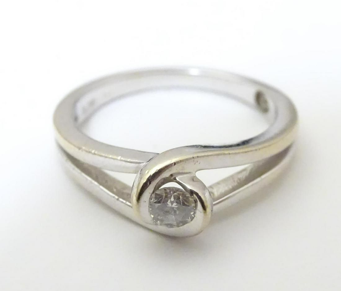An 18ct white gold ring set with round cut brilliant