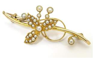 A 15ct gold brooch with floral detail set with seed