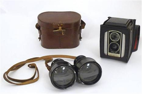 An early 20thC pair of field binoculars with sun