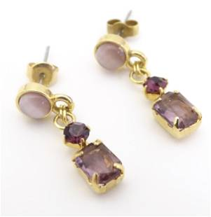 A pair of yellow metal drop earring set withcats eye