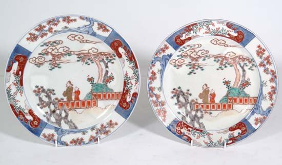 354: A Chinese porcelain charger depicting a dignitary