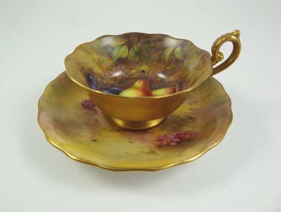 358: An early 20thC Worcester signed fruit painted porc
