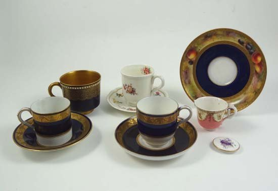 362: A quantity of Royal Worcester wares comprising an