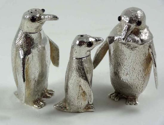 572: A charming HM silver novelty penguin cruet set  co