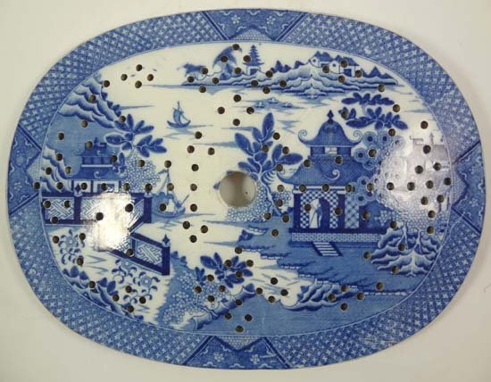 An early 19thC blue and white transfer printed drainer