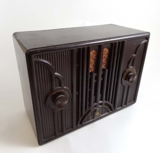 A c1935 Emerson model 19 Art Deco style Bakelite valve