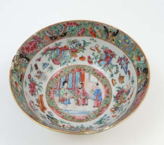 A Chinese famille rose hand painted dish with figures w