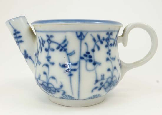 A Chinese porcelain cuspidor, decorated in underglaze b