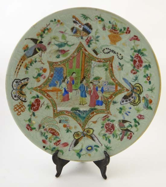 A large Chinese porcelain famille verte dish decorated