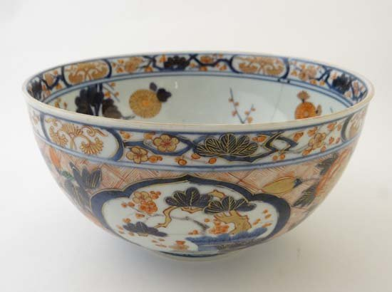 A fine Japanese Imari bowl with three panels to the