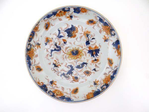 An Oriental shallow bowl decorated with stylised