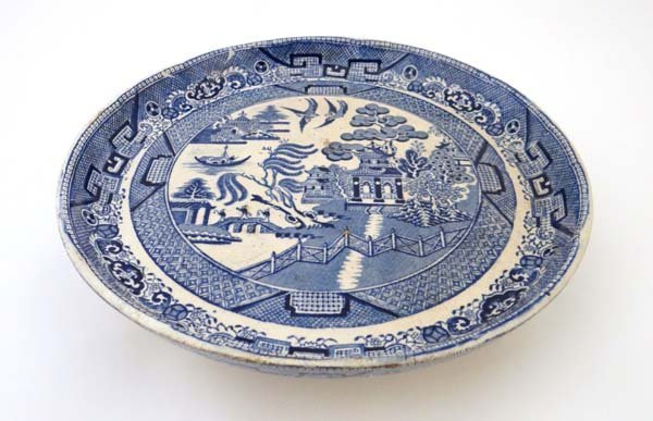 A circa 19thC Willow Pattern Cake Standish. Blue and