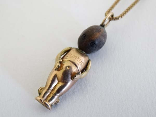 Fumsup Lucky Charm Necklace : A 9ct gold necklace with
