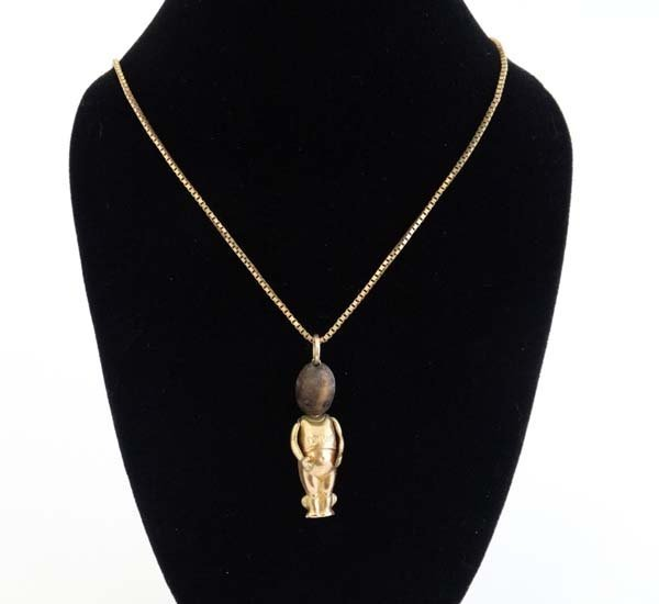 Fumsup Lucky Charm Necklace : A 9ct gold necklace with - 3