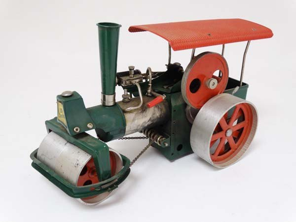 A live steam Wilesco D36 '' Old Smokey '' steam roller. - 5