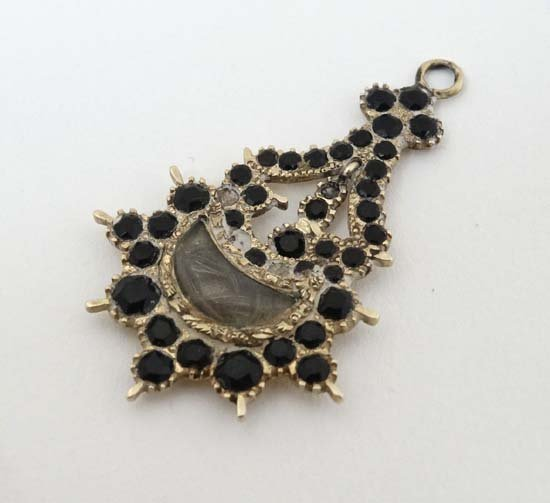 Mourning Jewellery : A 19thC mourning pendant with lock