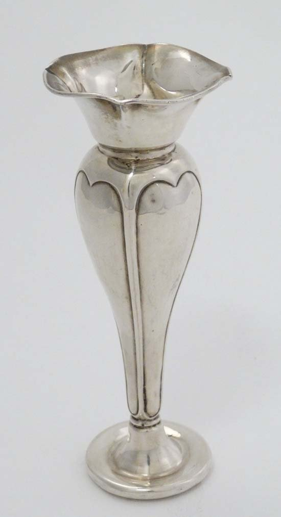 An early 20thC Art Nouveau hallmarked silver bud vase