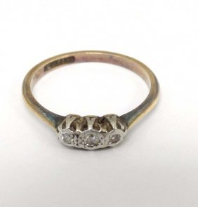 An 18ct Gold Ring Set With Three Graduated Diamonds In