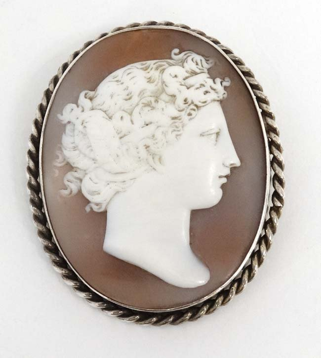A classical carved shell cameo in a white metal mount - 2