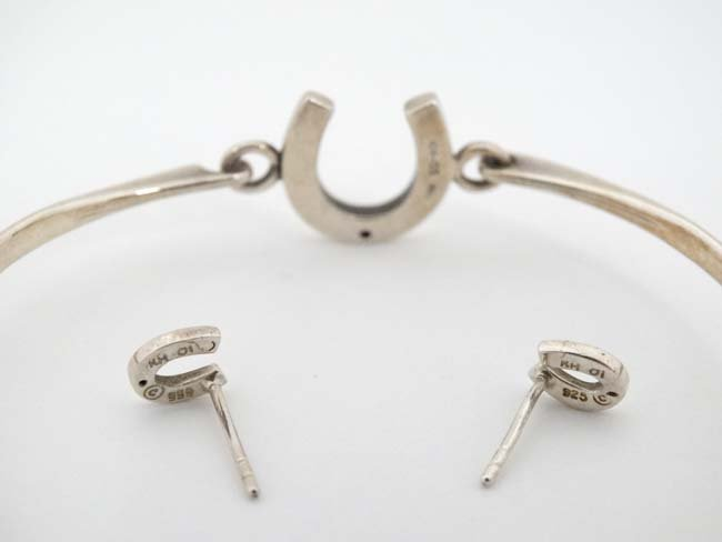 A silver bracelet and matching earnings with horseshoe - 2