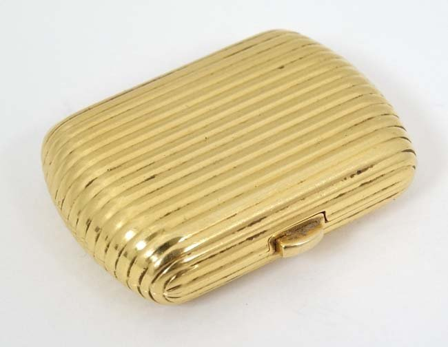 .18 KT Fred Paris box : a .750 sprung hinge reeded box