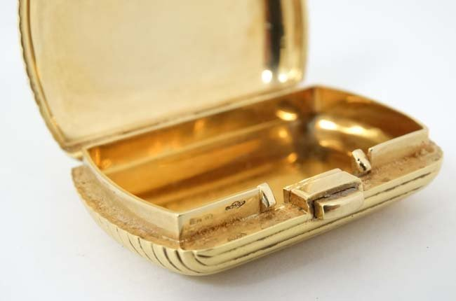 .18 KT Fred Paris box : a .750 sprung hinge reeded box - 2