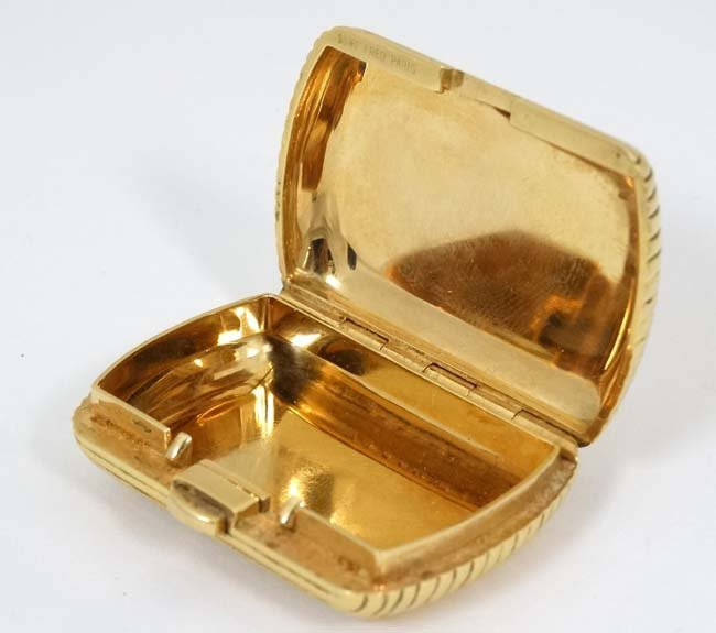 .18 KT Fred Paris box : a .750 sprung hinge reeded box - 4