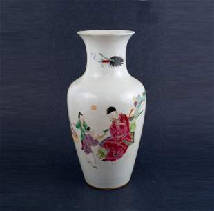 9th Century Famille Rose Vase