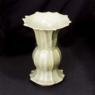 A Genuine Longqing Polygonal Green Celadon Vase , South