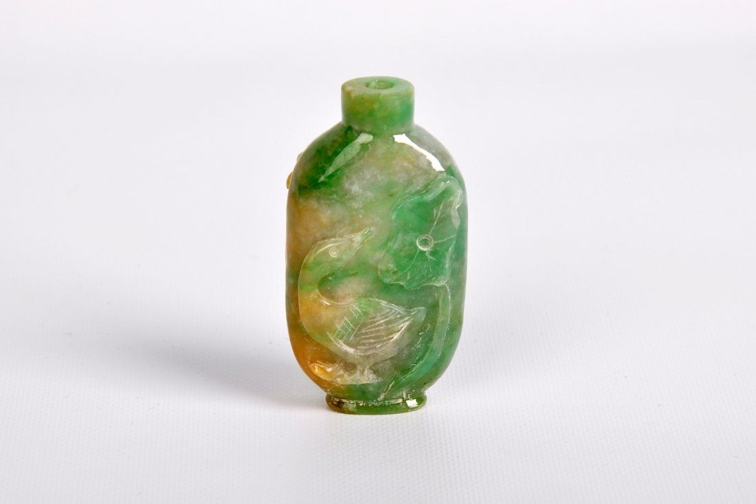 A Fine Carved White Jade Snuff Bottle, Qing Dynasty