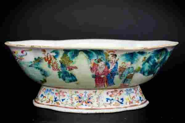 Famille Rose Quatrefoil Bowl, Qing Dynasty 19th Century