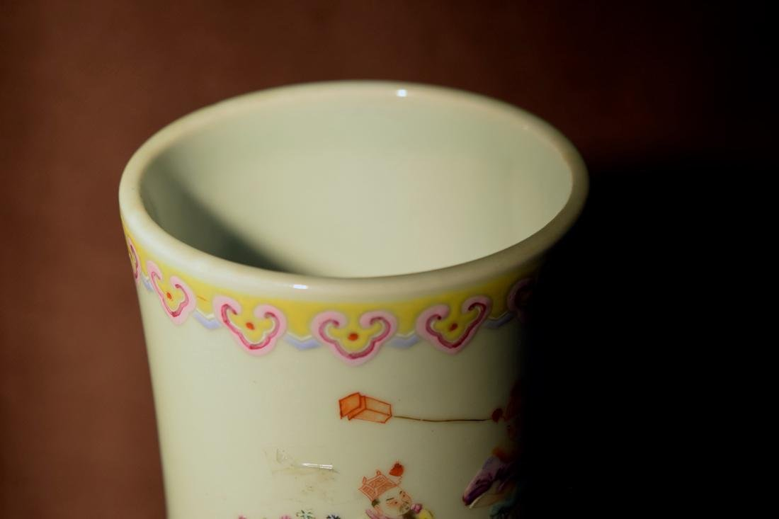 Large Chinese Famille Rose Porcelain Vase - 4