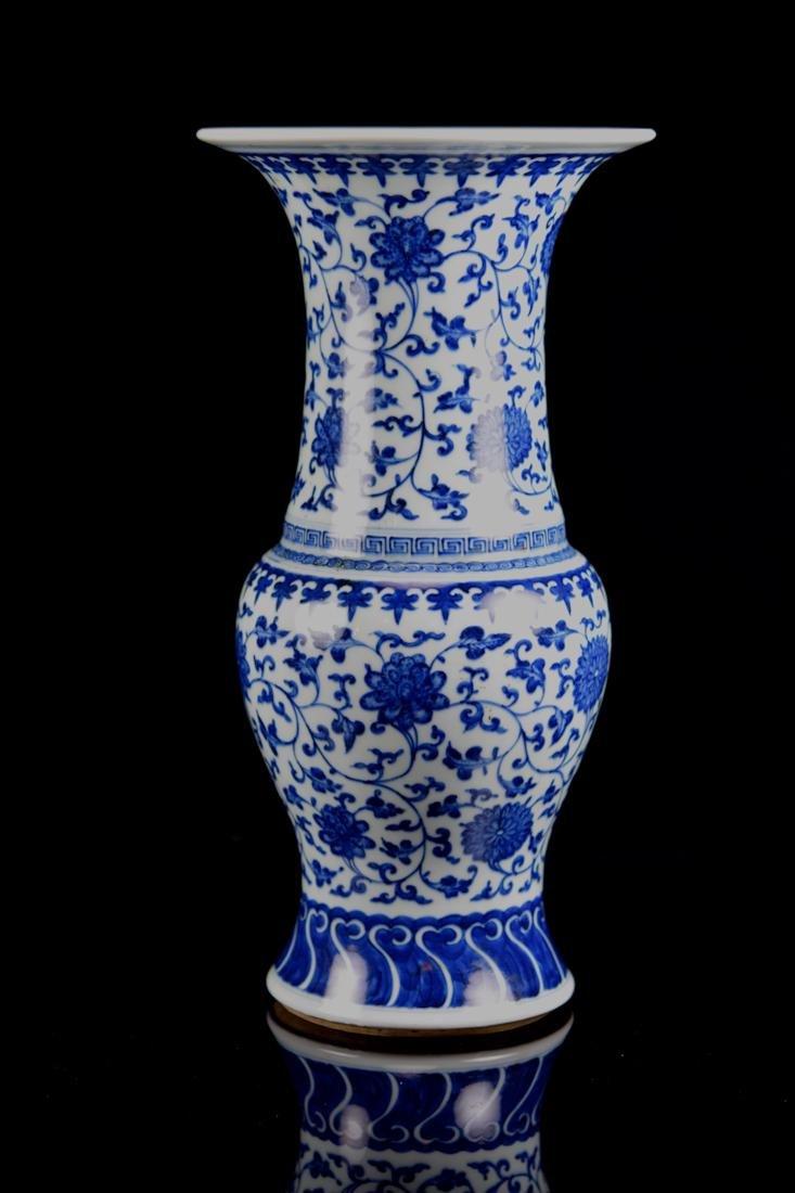 Chinese Blue White Porcelain Yen Yen Vase