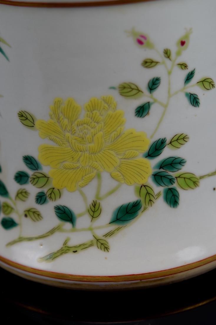 Chinese Famill Rose Porcelain Beaker Vase - 3