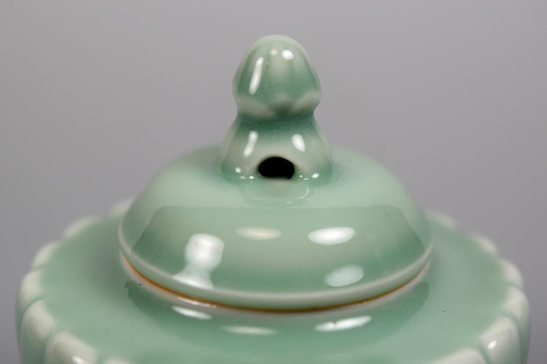 Japanese Celadon Porcelain Covered Censer - Makuzo - 3