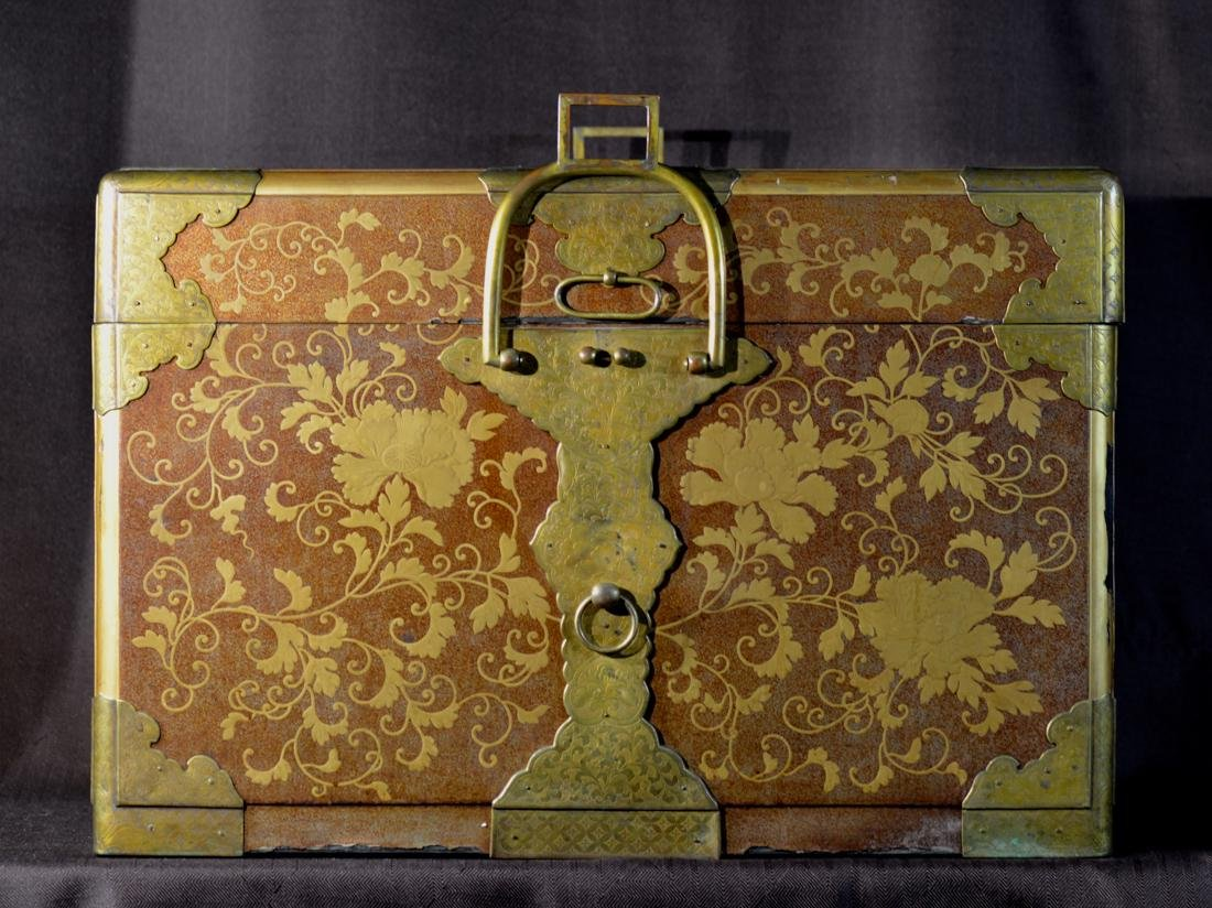 Rare Japanese Lacquer Trunk by Togugawa Familly