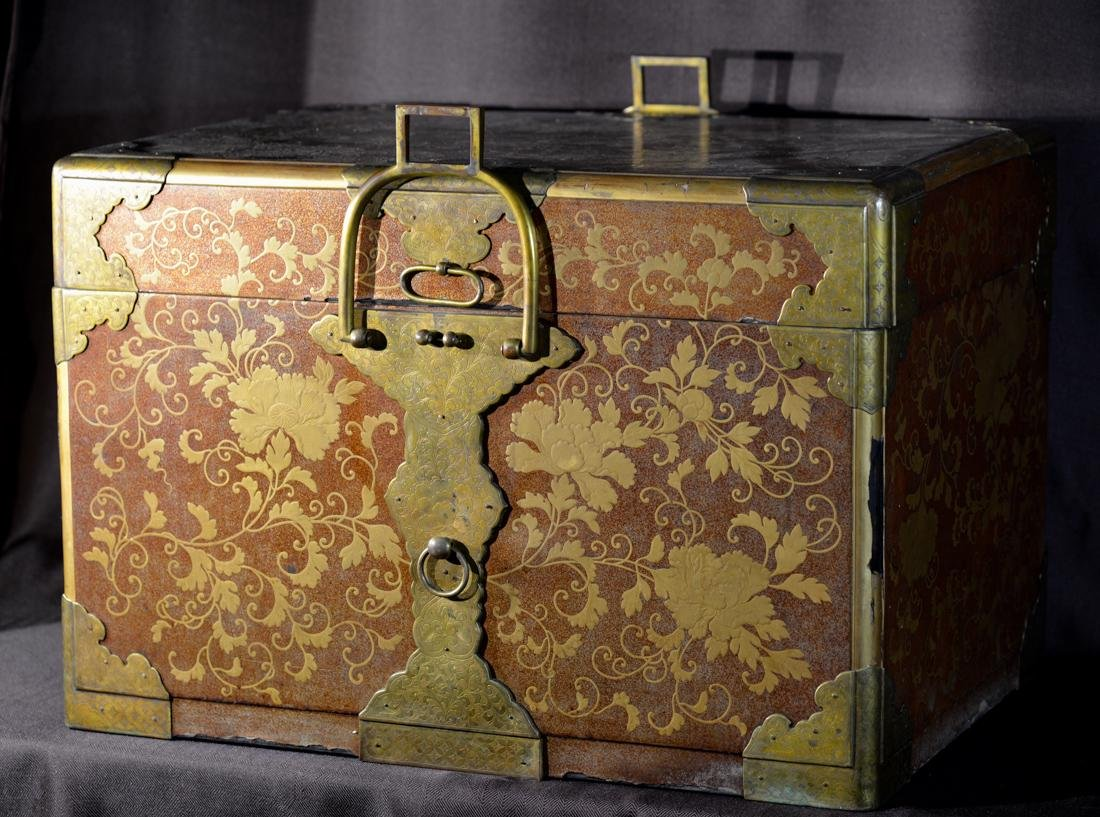 Rare Japanese Lacquer Trunk by Togugawa Familly - 5