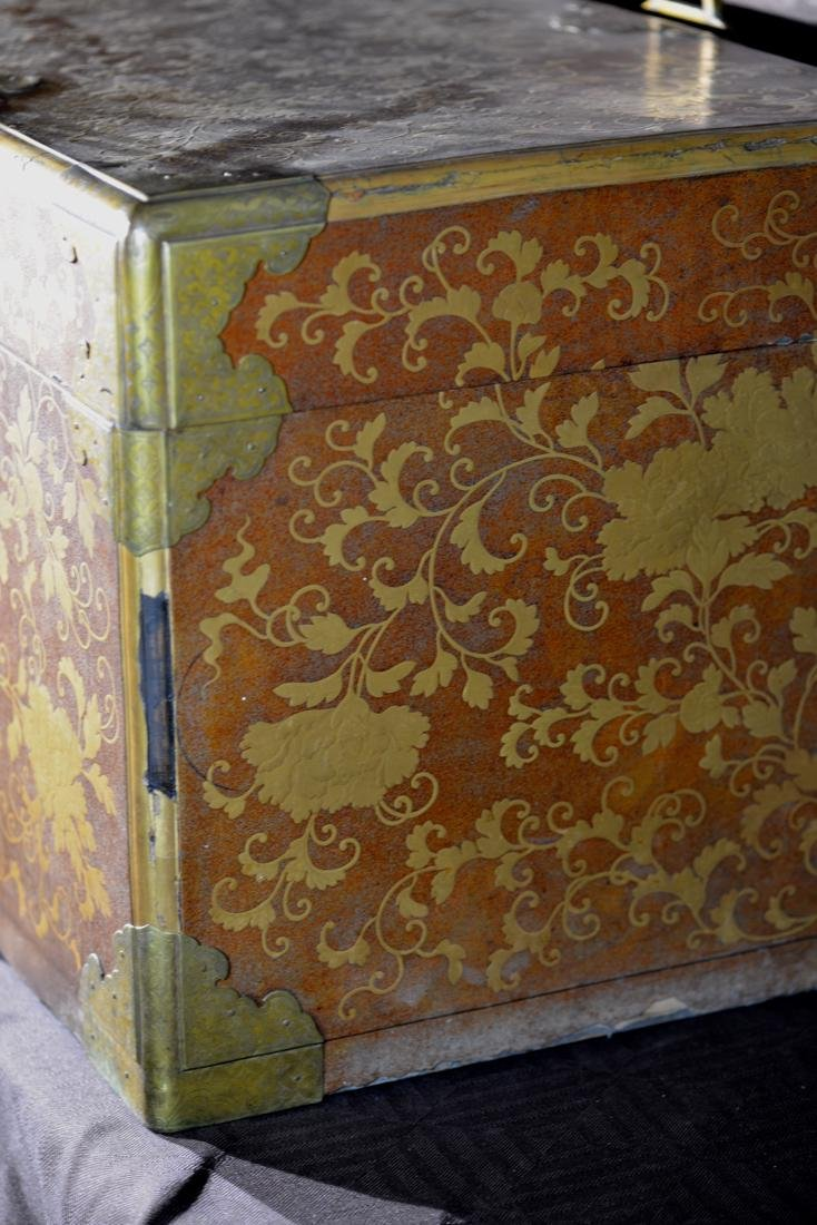 Rare Japanese Lacquer Trunk by Togugawa Familly - 6