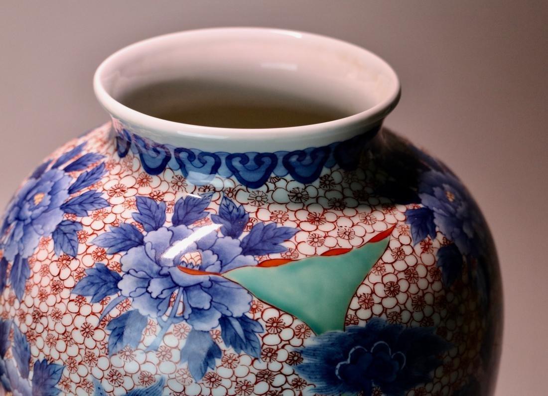 Japanese Nabeshima Porcelain Vase with Presentation Box - 4