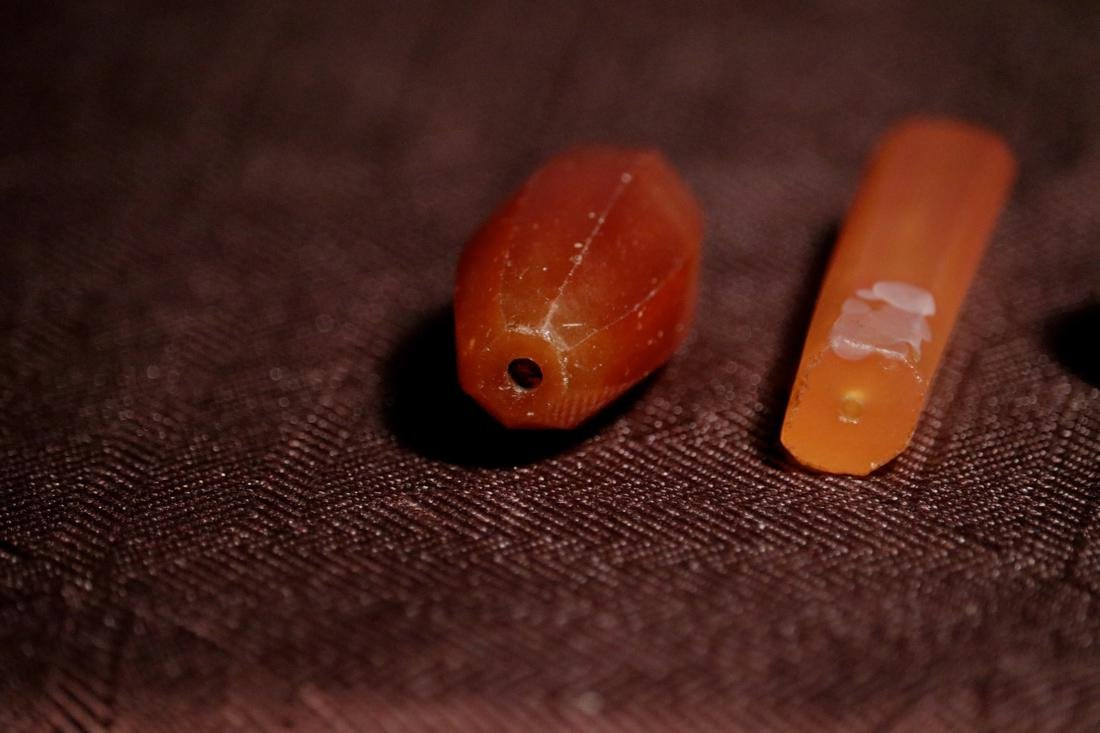 Three Antique Agate and Glass Beads - Albert Gallatin - 2