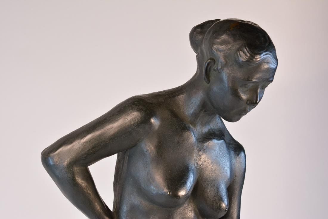 Important Japanese Bronze Sculpture of a Women - 3