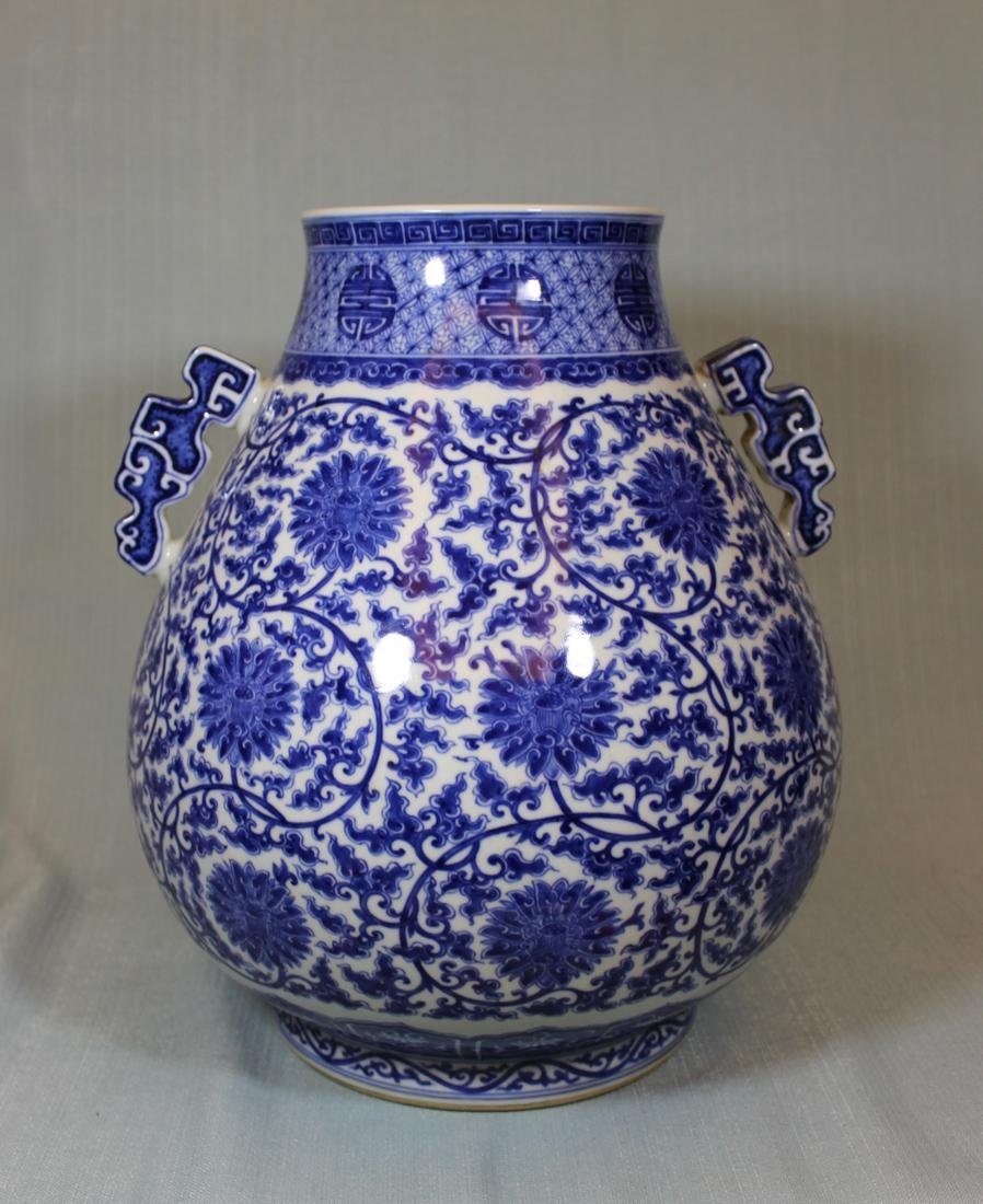 Chinese Blue white Porcelain Vase with Handle - Albert