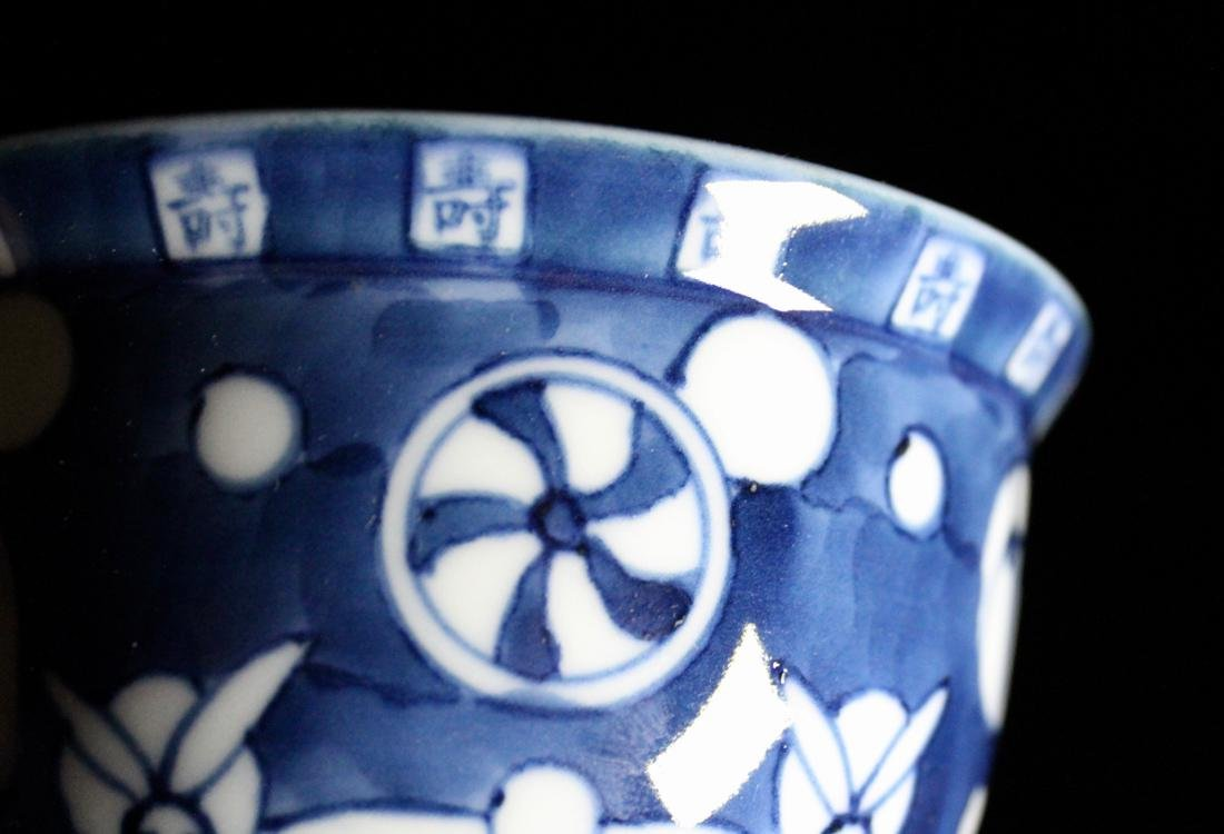 Pair Japanese Blue white Porcelain Teabowls with Cover - 3